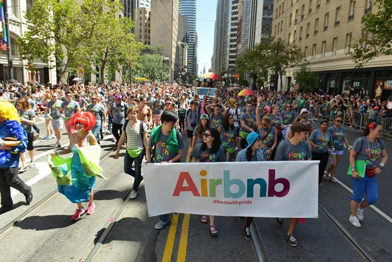 airbnb プライドパレード